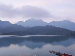 wikiSun_Moon_Lake