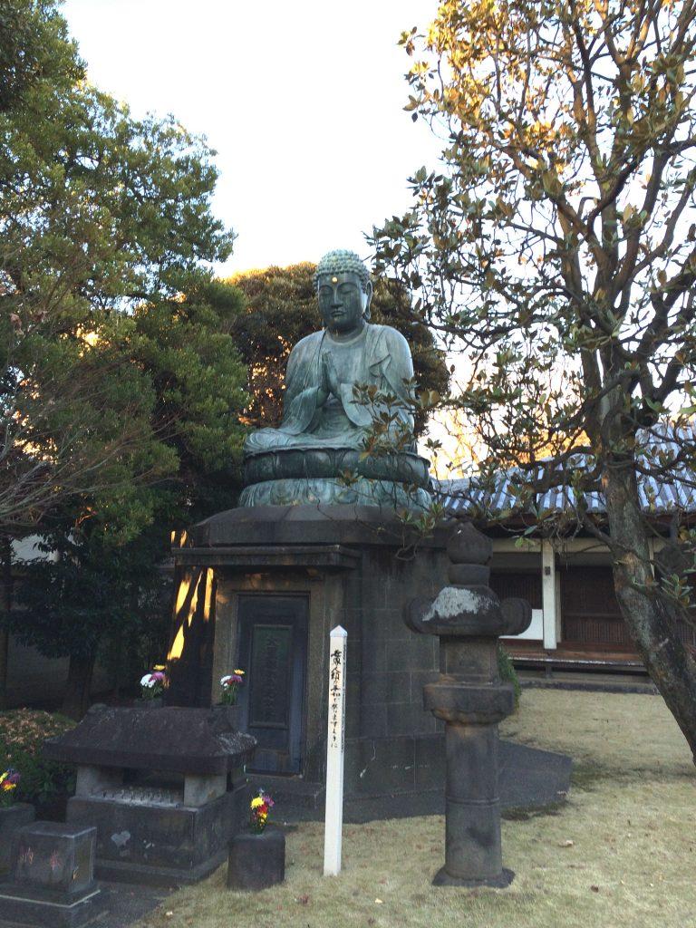 Statue de Bouddha au crépuscule